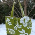 green-tote-with-hibiscus-flower